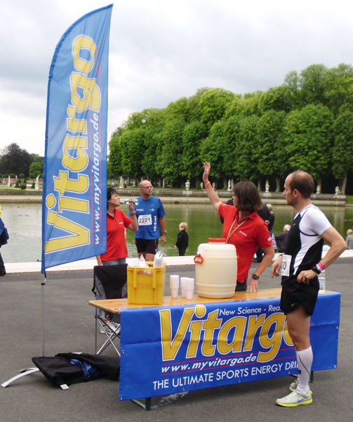 Vitargo vor Ort - Verpflegungsstand beim Halbmarathon Nordkirchen 2011 - Christine Jücker-Deifuß