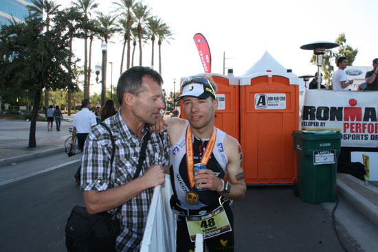 Vitargo Sportler Stefan Schmid beim Ironman Arizona - Finish
