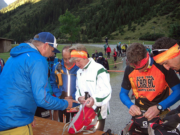 Trans Alpine Run 2016 - Vitargo Sportler Ausrüstungskontrolle