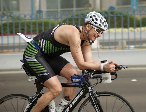 Rolf Basse beim Abu Dabi Triathlon