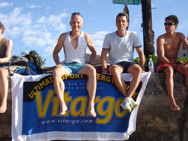Ironman Hawaii 2009 - Jörg Panter und Hartmut Andres relaxen am Pier - Benefizaktion der Caritas