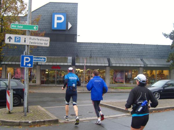 Start in Dortmund - 2. Etappe Laufen gegen Krebs - Thomas Wenning und Claudia Weber