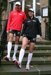 Thomas Weining und Claudia Weber auf der Waltroper Rathaustreppe. Foto: Stefan Reinke
