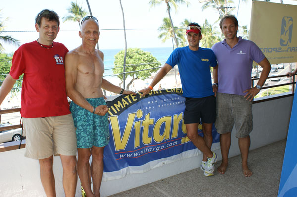 Daniel, Physio, Hartmut und Jörg bi der Triathlonschule Ocean and Sports - Ironman Hawaii 2009 Benefizaktion